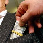 За взятку придется платить больше: Ужесточено наказание за дачу и получение взятки.